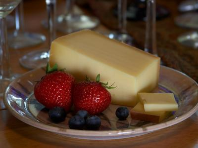 Download free cheese plate food strawberry grapes image