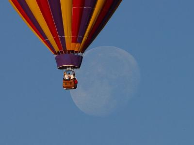 Download free blue sky hot air balloon moon image