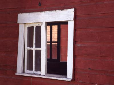 Download free red wall wood window image