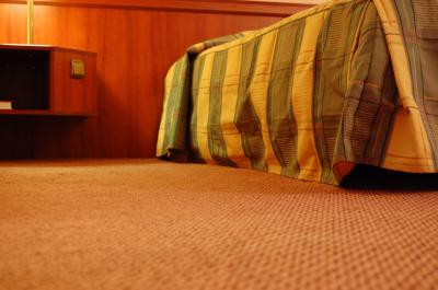Download free bed carpet bedroom image